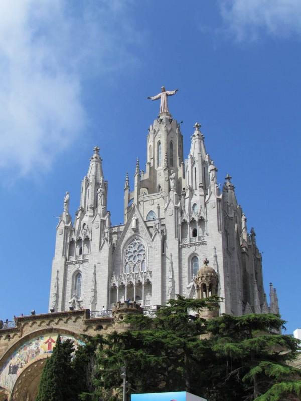 Храм святого сердца снизу