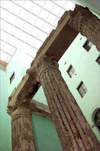 Колонны Храма Августа