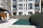 Терраса для загара с бассейном