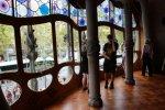 Окна необычной формы созданы для обеспечения света внутри здания