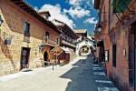 Одна из самых посещаемых улиц Испанской деревни