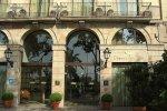 Вход в отель Duquesa de Cardona