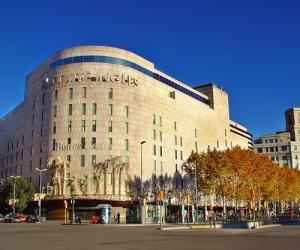 Фасад торгового центра