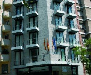 Фасад отеля Hotel Medicis