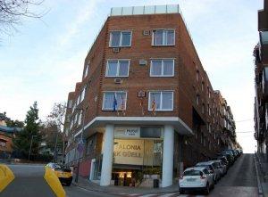 Фасад здания и вход в отель