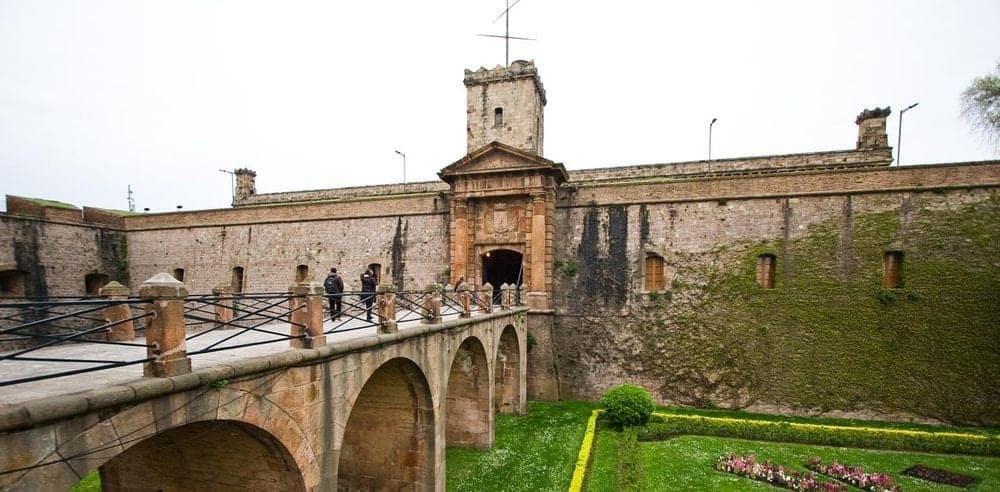 Вход в замок Монжуик
