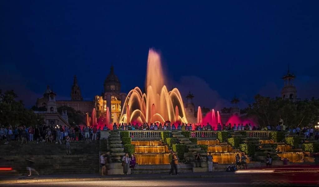 Вечерний фонтан Барселоны