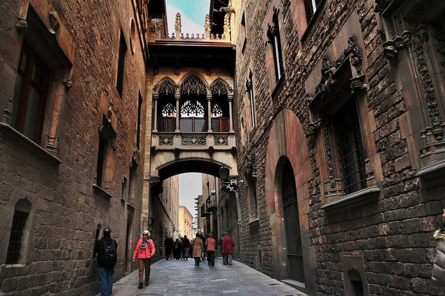 Мост вздохов в Барселоне
