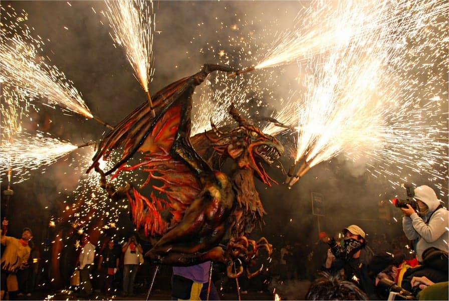 Шествие огнедышащих драконов