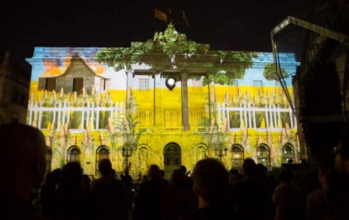 Светвое шоу на площади Жауме