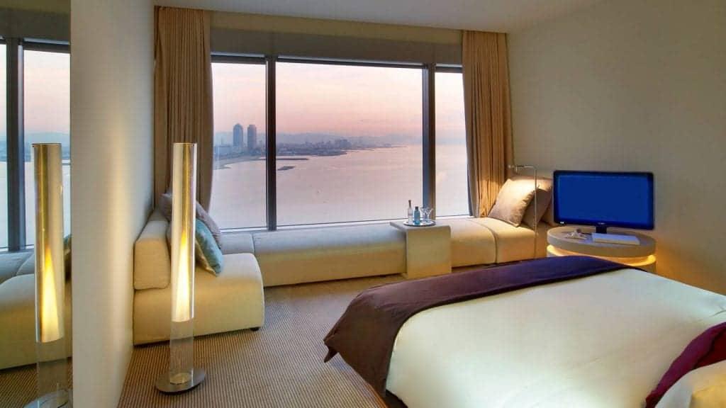 Комната с видом на море в отеле W5 Barcelona