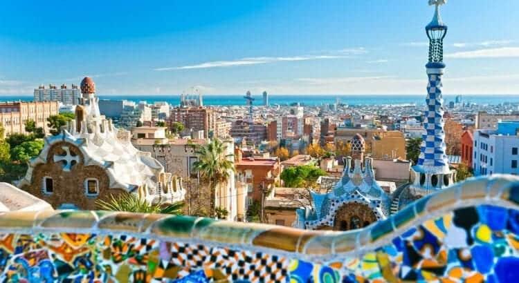 Панорамный вид Барселоны из парка Гуэля
