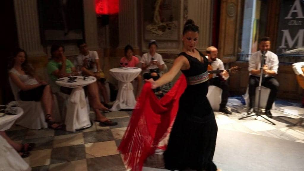 Шоу Фламенко в музее современного искусства
