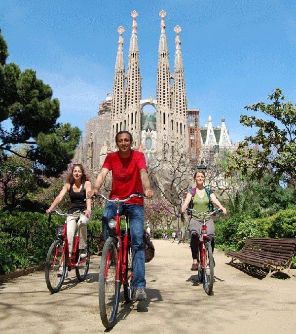 На велосипедах у Саграды Фамилии