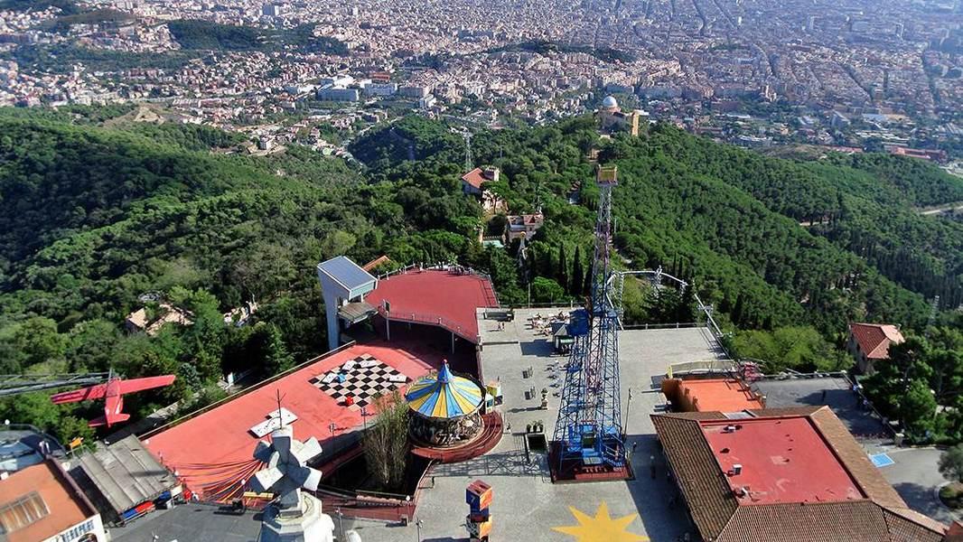 Парк на горе Тибидабо в Барселоне