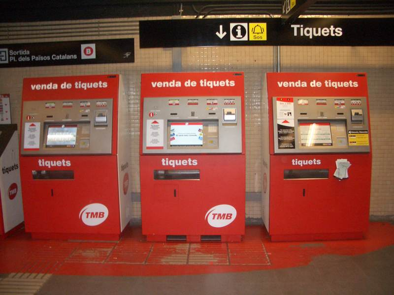 Билетные автоматы в метро Барселоны