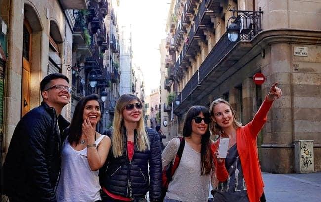 Группа туристов в Барселоне