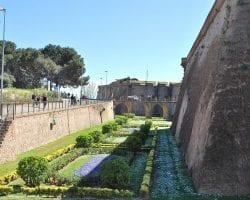 Вокруг крепости